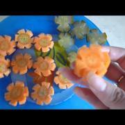 Украшения из овощей  цветы из моркови и огурцов Decoration of vegetables